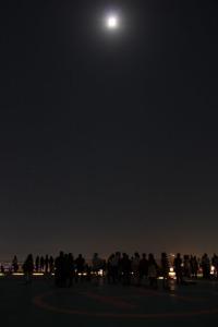 月と観望会の人々