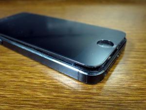 画面の浮いたiPhone 5