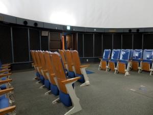 入り口付近の座席配置